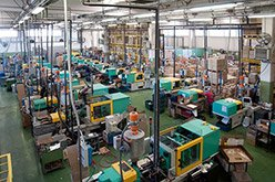 A factory with injection moulding machines that are connected to a Monitoring System
